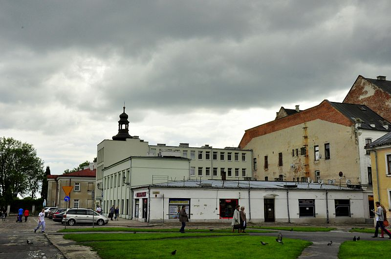 http://przewodnicyzamosc.pl/hosting/imgs/17549_biurowiec.jpg
