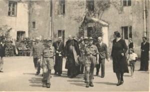 Biskup Stefan Wyszyński w Domu Dziecka w Zamościu w 1946r. Z archiwum Janiny Kalinowskiej